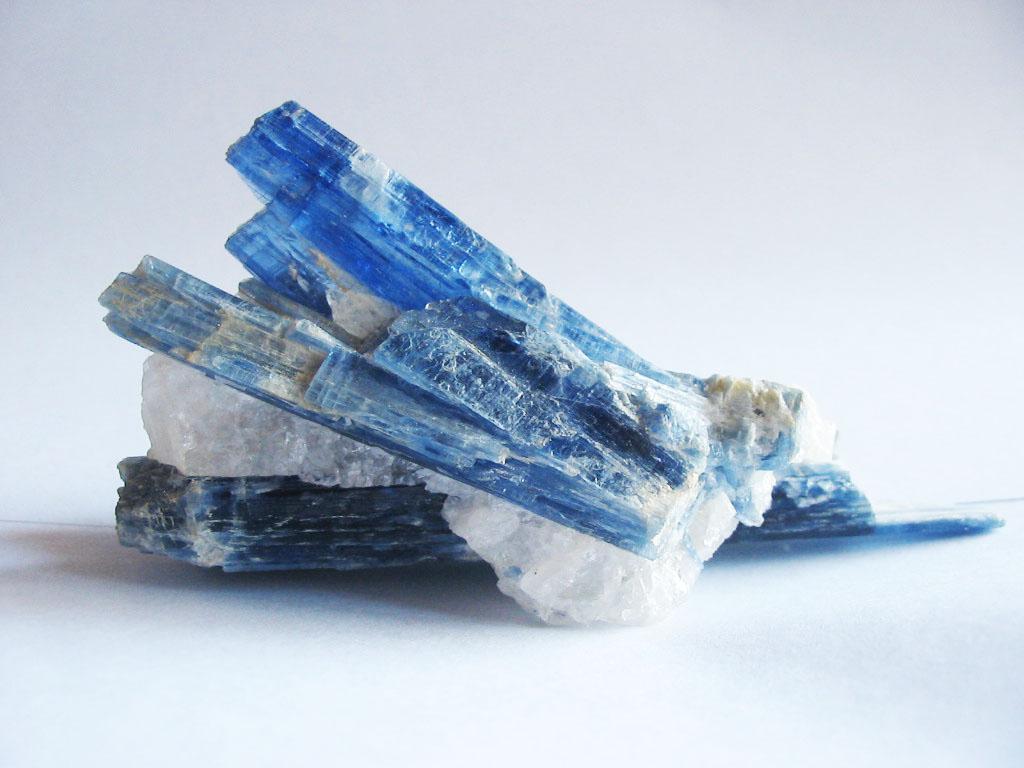 Kyanite_crystals